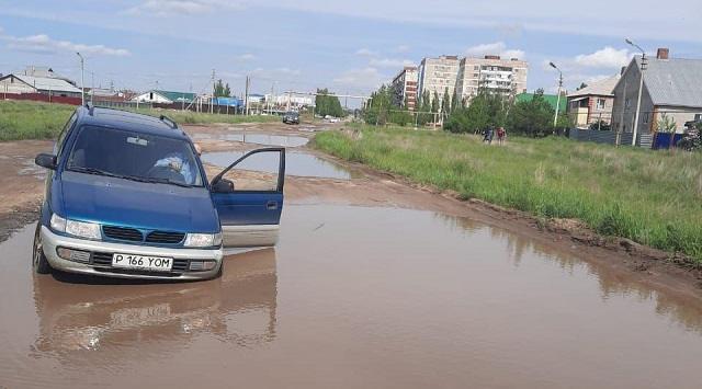 «Жить по-человечески»: Жители микрорайона в Рудном устали от равнодушия городских властей