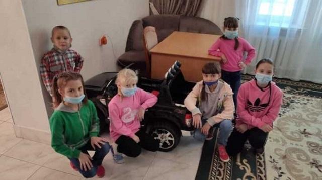 Стражи порядка города Костаная подарили электромобиль воспитанникам детской деревни семейного типа «Жанұя»