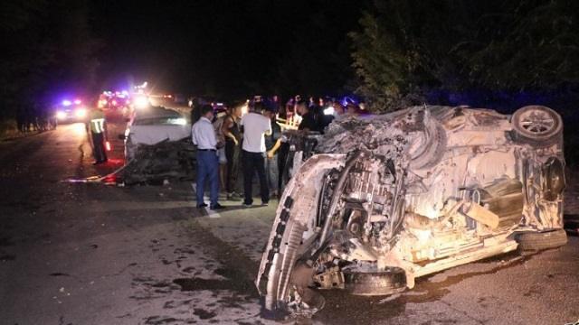 Беременная женщина и мужчина погибли в страшном столкновении пяти автомобилей