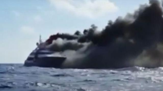 Видео: Яхта с туристами из Казахстана загорелась в Средиземном море