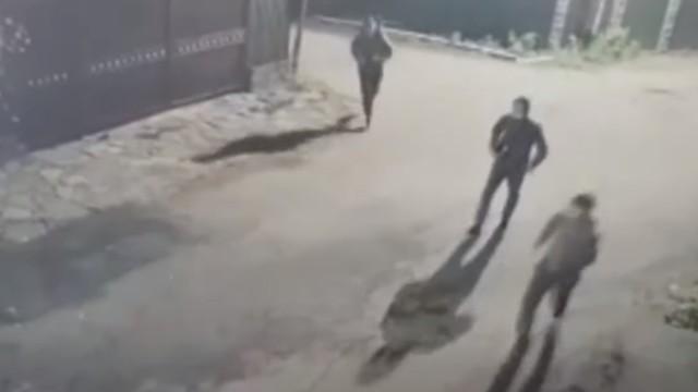 Видео: Иностранцы совершили налет на АЗС в Алматы