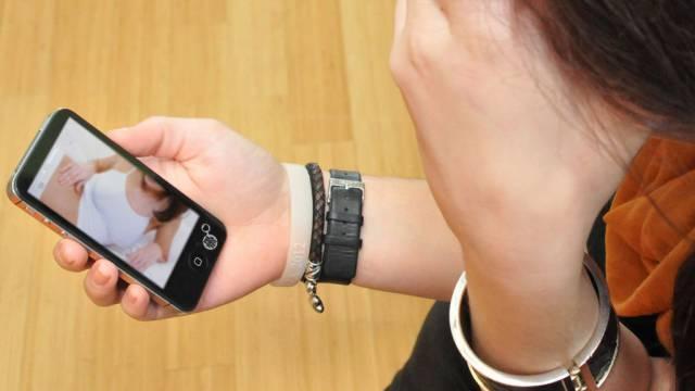 «Платила, пока могла»: Женщина повесилась из-за вымогателя денег за интимные фото в Казахстане