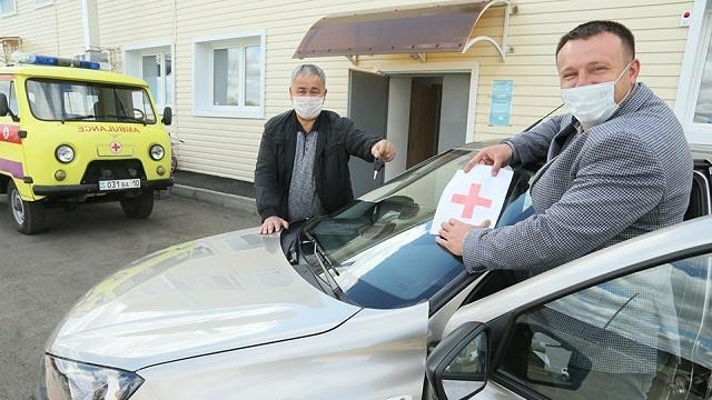 Карасуская ЦРБ получила в подарок новый легковой автомобиль