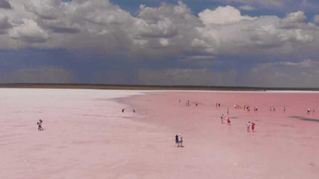 «Вот тебе, бабушка, и Кобейтуз!» В знаменитом розовом озере Казахстана нашли опасные вещества