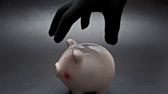 Ограбление века! Мужчина украл у пенсионерки копилку…