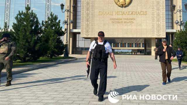 День рождения Лукашенко: В центр Минска введена бронетехника
