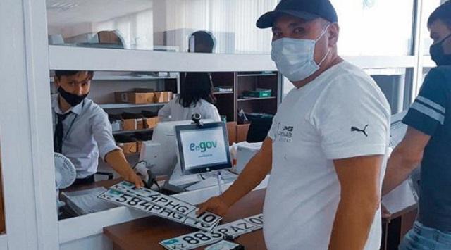 Доставку госномера и техпаспорта на дом могут заказать автолюбители Казахстана