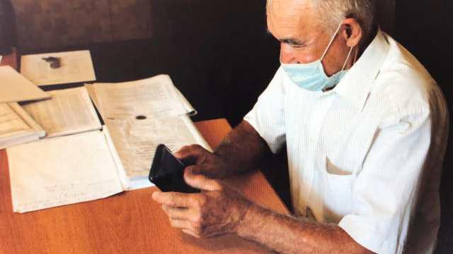 У пенсионера украли мобильный телефон за 380 тысяч тенге в Рудном