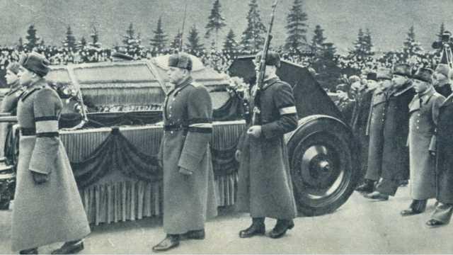 Похороны Сталина. Почему они проводились по православным обычаям?