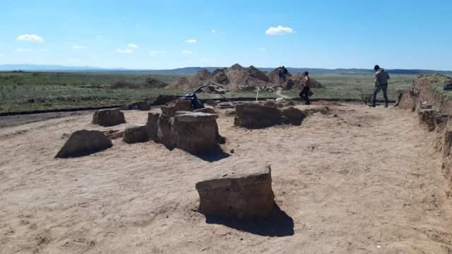 Видео: Археологи нашли в Казахстане новый Стоунхедж и даже пирамиду!