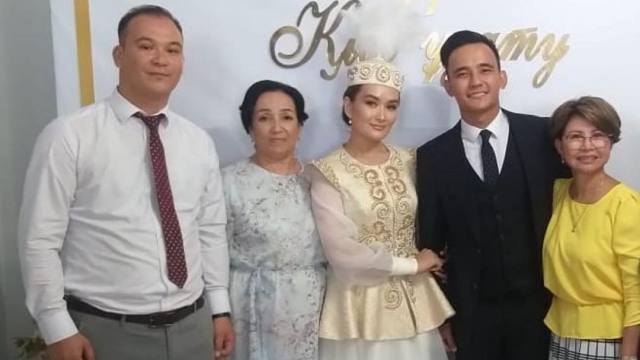 Сын Розы Рымбаевой Али Окапов женится на певице Акерке Буркитбай