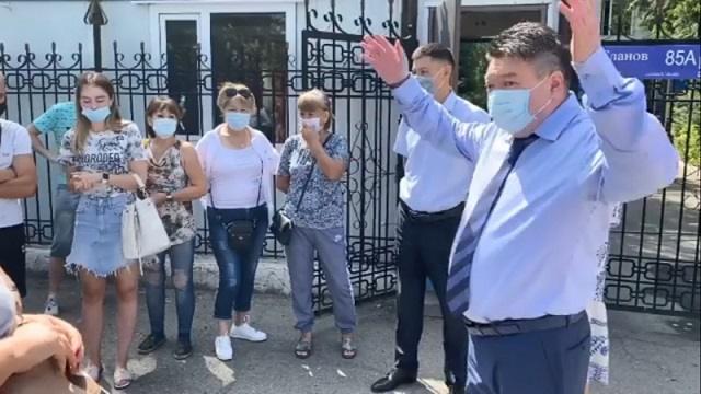 «Не морочьте голову»: Жителей Алматинской области возмутила манера общения нового санврача