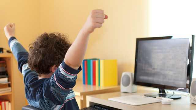 У тысяч школьников нет компьютера в Костанайской области