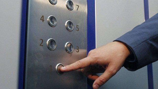 Труп мужчины обнаружили в лифте жилого дома