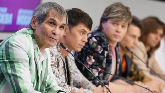 «Еще кто-то…»: Бари Алибасов забыл имена участников группы «На-На»
