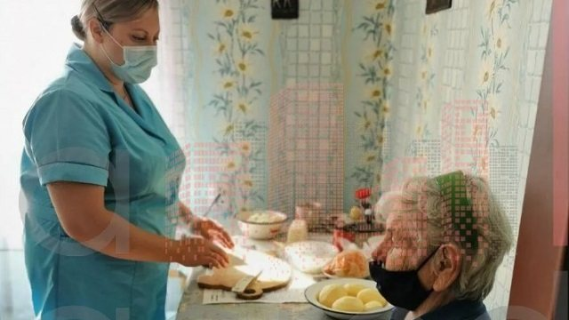 Как социальные работники спасают рудненских пенсионеров от одиночества
