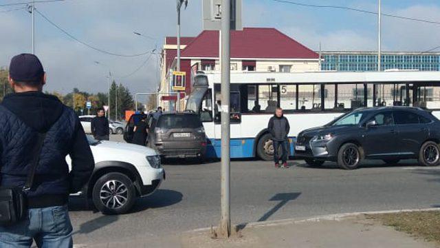 «Было страшно…» Автобус с пассажирами протаранил иномарку на перекрестке в Костанае
