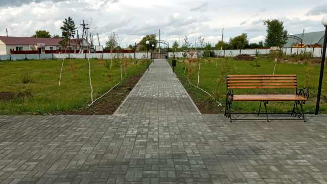 Жители села Ершовка Костанайской области радуются новому скверу за 6 млн тенге