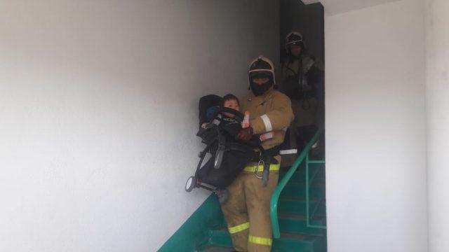 В Костанае из-за пожара эвакуировали 60 человек. 17 из них — дети