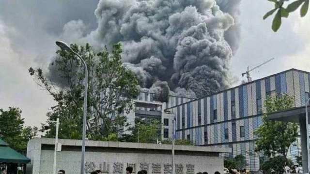 Видео: В Китае загорелся завод Huawei