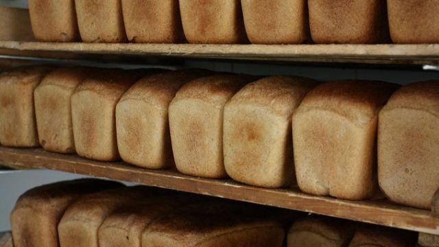 Архимед Мухамбетов поручил держать на особом контроле стоимость хлеба в Костанайской области