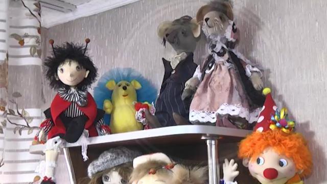 В Костанайской области мастерица шьет уникальных кукол