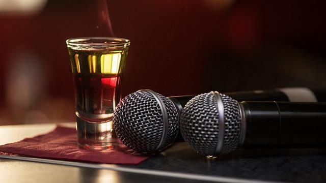 Артистам запретят выходить на сцену пьяными в Казахстане