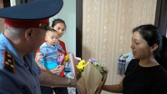 Костанайские коллеги не забывают семью погибшего полицейского Дархана Базарбаева