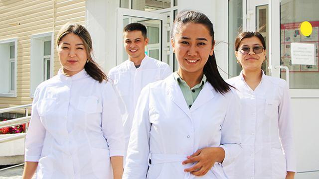 Пять врачей приехали работать в сельскую больницу Костанайской области