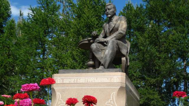 Памятнику Ахмету Байтурсынову в Костанае — 20 лет