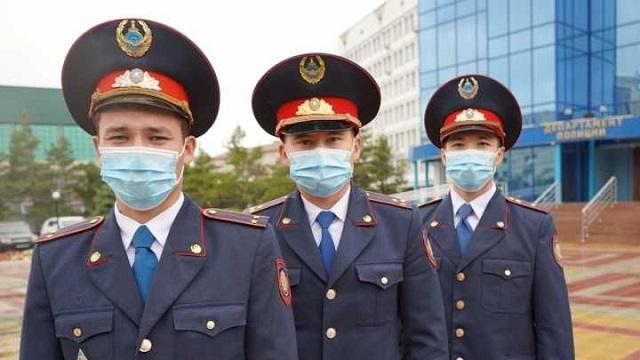 Стражи порядка из Рудного получили награды за спасение людей при пожаре