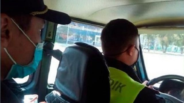 Полицейские Усть-Каменогорска на патрульной машине доставили роженицу в роддом