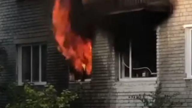 Видео: При пожаре в Костанае людей эвакуировали через балконы