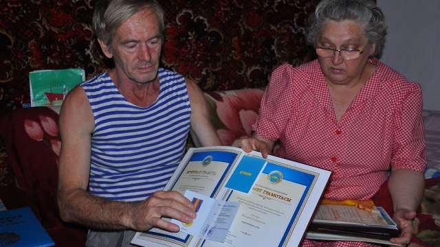 «Это же все неправда!» Оклеветанная семья может лишиться детей в Казахстане