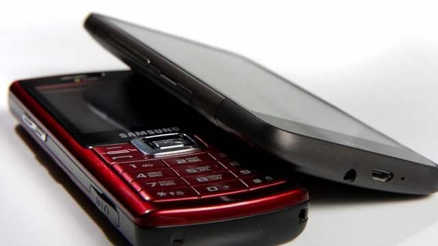 Эксперт рассказал, чем кнопочный телефон лучше смартфона