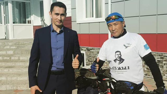 Житель Костанайской области посвятил Абаю велопутешествие до Семея