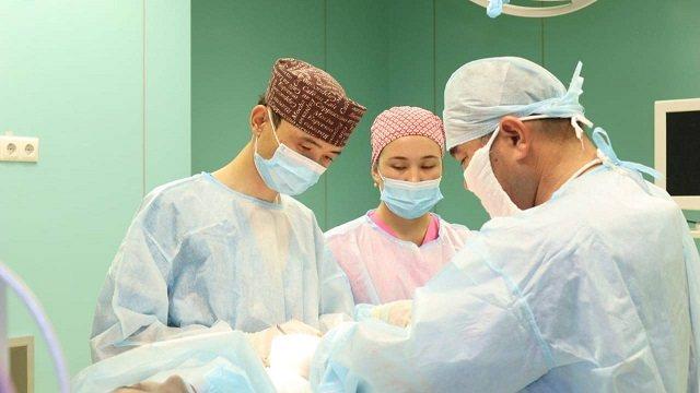 Хирурги из Алматы удалили килограмм волос из желудка пациентки