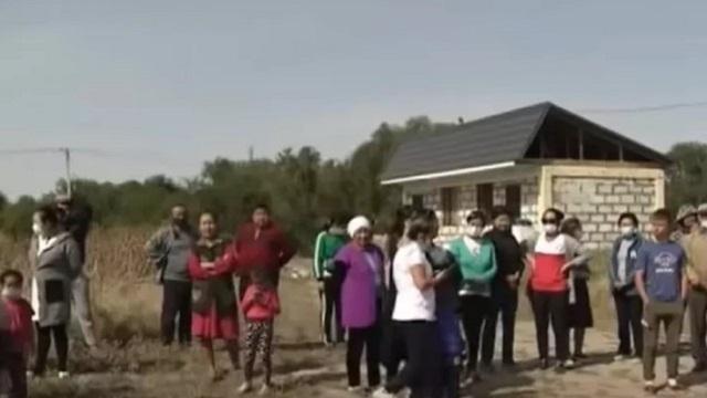 «Зачем нам такой аким?»: Стихийный митинг устроили сельчане в Алматинской области