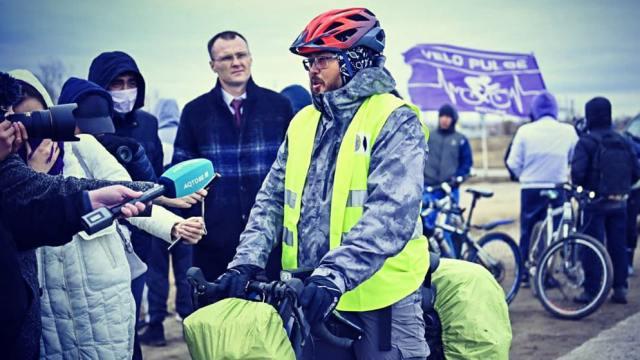«Ни туалета, ни Интернета»: Житель Казахстана проехал на велосипеде из Алматы в Актобе