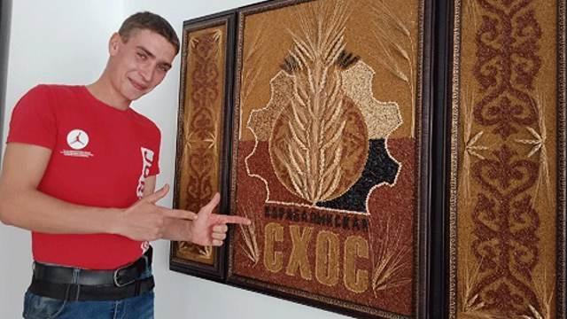 25-летний научный сотрудник сделал панно из семян для музея в Костанайской области