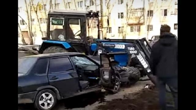 Столкновение легковушки и трактора в Костанае попало на видео