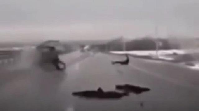 Пассажира выбросило из авто: ДТП на Карагандинской трассе попало на видео