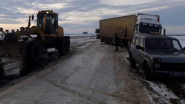 Турецкие фуры попали в безвыходную ситуацию на трассе Костанайской области