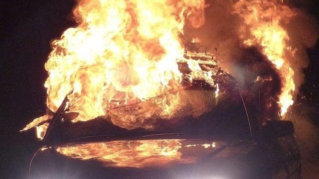 На трассе в Костанайской области сгорела иномарка