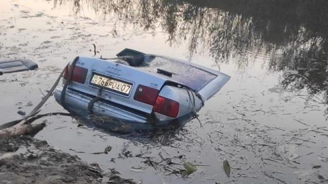 Трое детей погибли в утонувшей в реке машине под Уральском