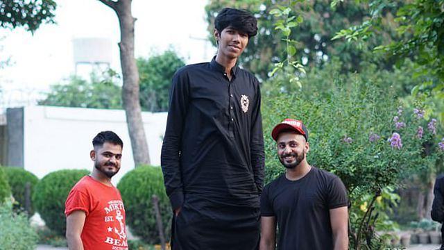 Выше радуги: 21-летний парень вырос до 230 см