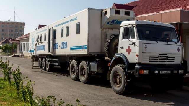 В отдалённые сёла Казахстана отправляется 100 передвижных поликлиник