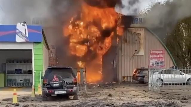Видео: Во время тушения пожара произошел взрыв на СТО в Алматы