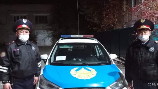 Полицейские помогли добраться беременной сельчанке до роддома в Костанае