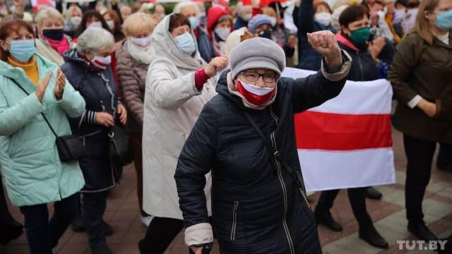 Марш пенсионеров в Беларуси разгоняли при помощи гранат и газа